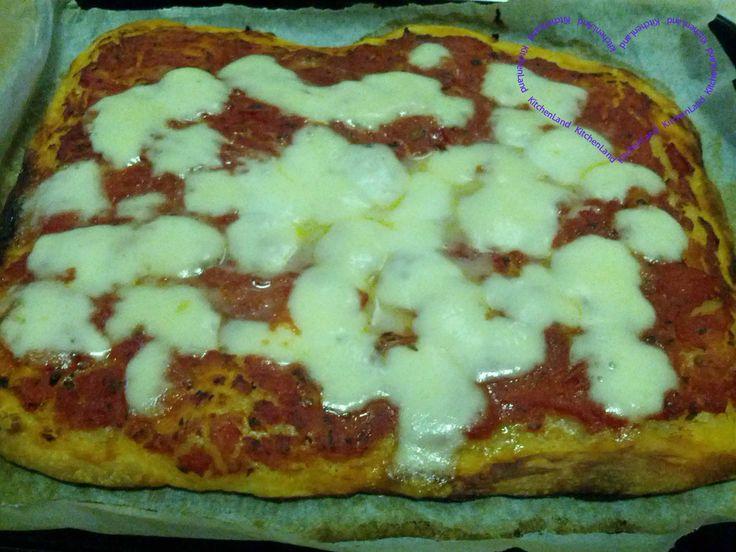 #Pizza #Margherita   #gialloblogs  #giallozafferano #ricette  #ricettefacili #ricettadelgiorno  #cucina #cucinaitaliana #food  #foodblogger  #foodphotography  #italianfood  #cooking #yummy #yum #snack