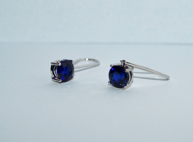 White gold earrings with sapphire