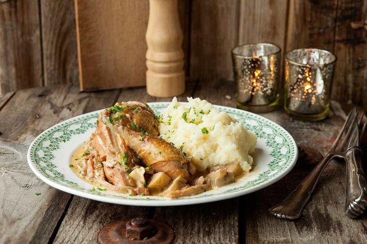 Fazant met spek en boschampignons http://koken.vtm.be/de-perfecte-keuken/recept/fazant-met-spek-look-oesterzwammen-en-champignons