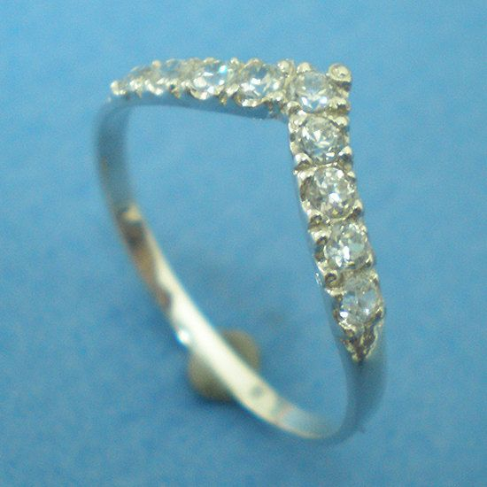 Simple Chevron Pointy V Shaped Ring with Created Diamond
