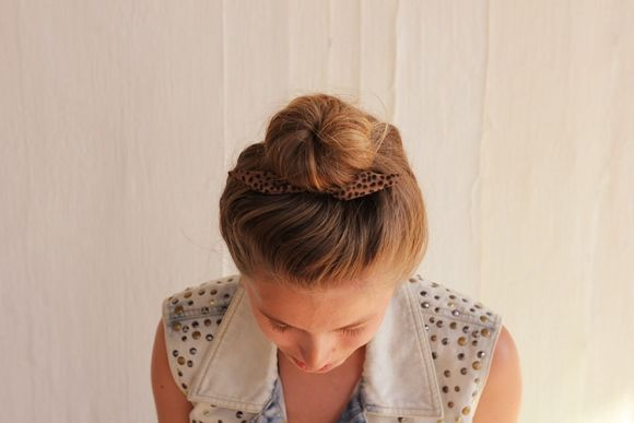 Easy Bun Tutorial: Three Quick Tricks! /// how do they end up so perfect every time