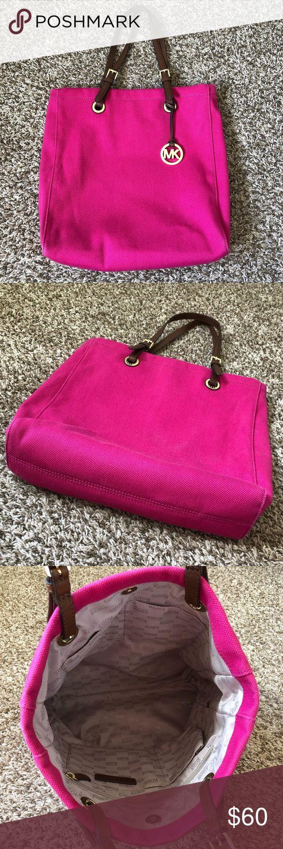 Michael Kors Tote Pink Michael Kors Stoff-Einkaufstasche. EUC. leichte Gebrauchsspuren an den Ecken …