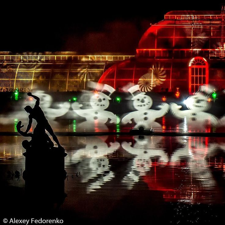 Look - Christmas laser show in Kew Gardens  #London #LondonDaily #lasershow #Christmas #ChristmasAtKew #KewGardens #RoyalBotanicGardens #UK #GreatBritain #UnitedKingdom #travel #photooftheday #love #lovegreatbritain  #amazing #dailyphoto #shutterstock #landscapephotography #prophoto #professional #wonderlust #instalove #instapic #instasize #instacool #photography