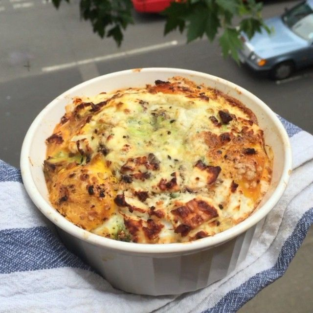Try this baked eggs with avocado and feta cheese  #leanin15 Full of healthy fats to get your body lean