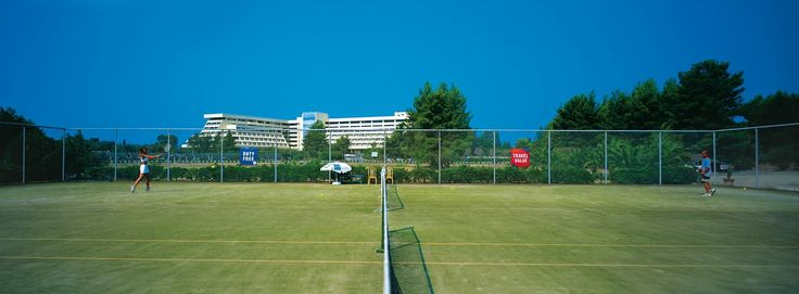 Enjoy your stay and the climate of Porto Carras Grand Resort! Start your tennis training in one of the nine tennis courts at Meliton Hotel!  #BookNow : https://portocarrasmeliton.reserve-online.net/   #PortoCarras #Halkidiki #Sithonia #allyeardestination #sports #training #activities #MelitonHoteloffer