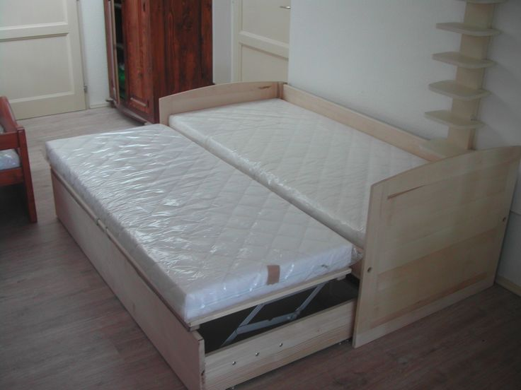 Bátor ágy, ágyneműtartós vendégággyal