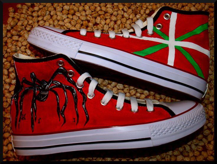 Zapatillas pintadas a mano: Basque style