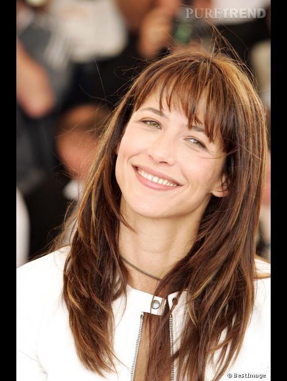 Sophie Marceau, teint nude et dégradé effilé. Un joli look pour le Festival de Cannes, en 2004.