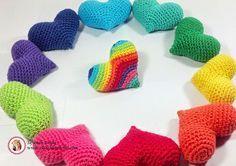 Corazón Amigurumi - Patrón Gratis en Español aquí: http://www.clasesdecrochet.com/2015/02/paso-paso-corazones-crochet-patrones-gratis.html