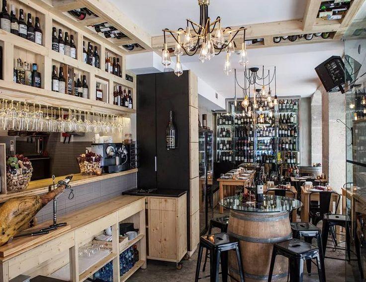 Descoberta da  gastronomia através de uma prova lúdica de vinhos com queijos e enchidos. Para curiosos, amadores ou professionais.