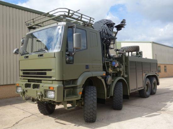 Военный грузовой эвакуатор на шасси Iveco 410E42 8x8 recovery truck 1999 Год выпуска мотор - 420 л.с. 8210 - 42L коробка передач 16-ступенчатая механическая ZF 16S221 Рулевое LHD  Электрика 24В  Шины 395 / 85R20  Длина 9.39 М Высота 3,93 М Ширина 2,5 М  Полная масса 32 000