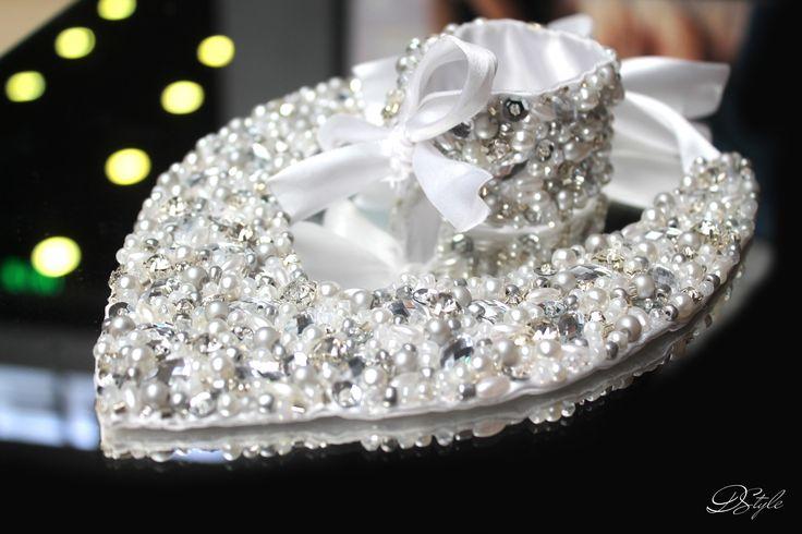 Statement necklace: 95 ron Bracelet: 50 ron