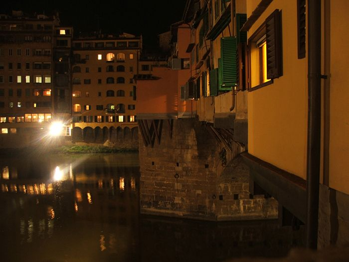 Ponte Vecchio #starkzineau #florence #firenze #pontevecchio #photography #nightphotography #shopping