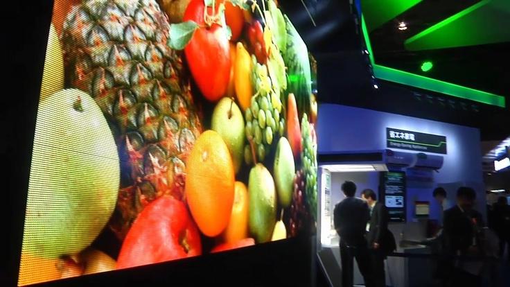 2010년 CEATEC 전시장의 대형 OLED 디스플레이