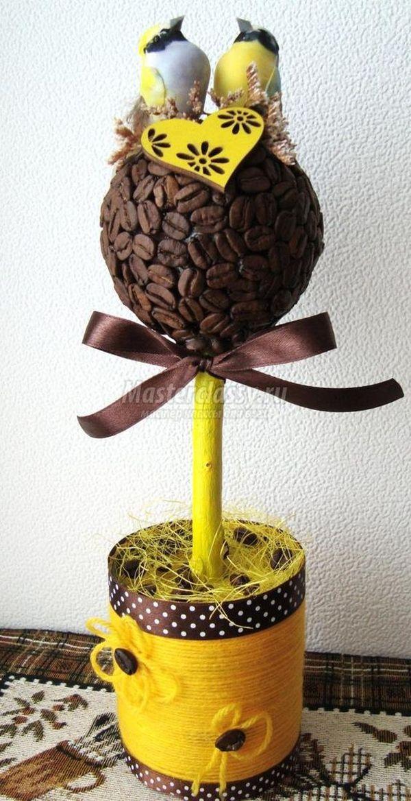 Obiecte decorative din sfoara si boabe de cafea Ramanem tot in sfera obiectelor decorative realizate din sfoara, insa de data aceasta avem un element nou si anume boabele de cafea http://ideipentrucasa.ro/obiecte-decorative-din-sfoara-si-boabe-de-cafea/