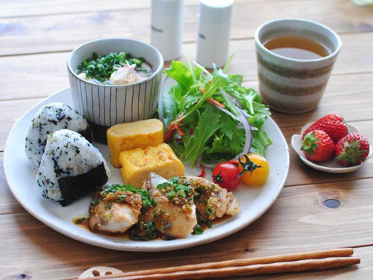 : : 〈 Fried yellowtail with flavor sauce 〉 : ブリの香味ソースがけがメインのワンプレートランチ。 今日のお昼ご飯です :
