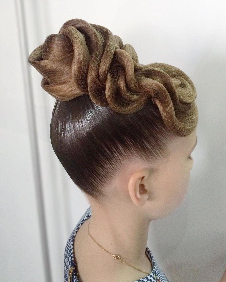 Причёска для бальных танцев для девочек фото