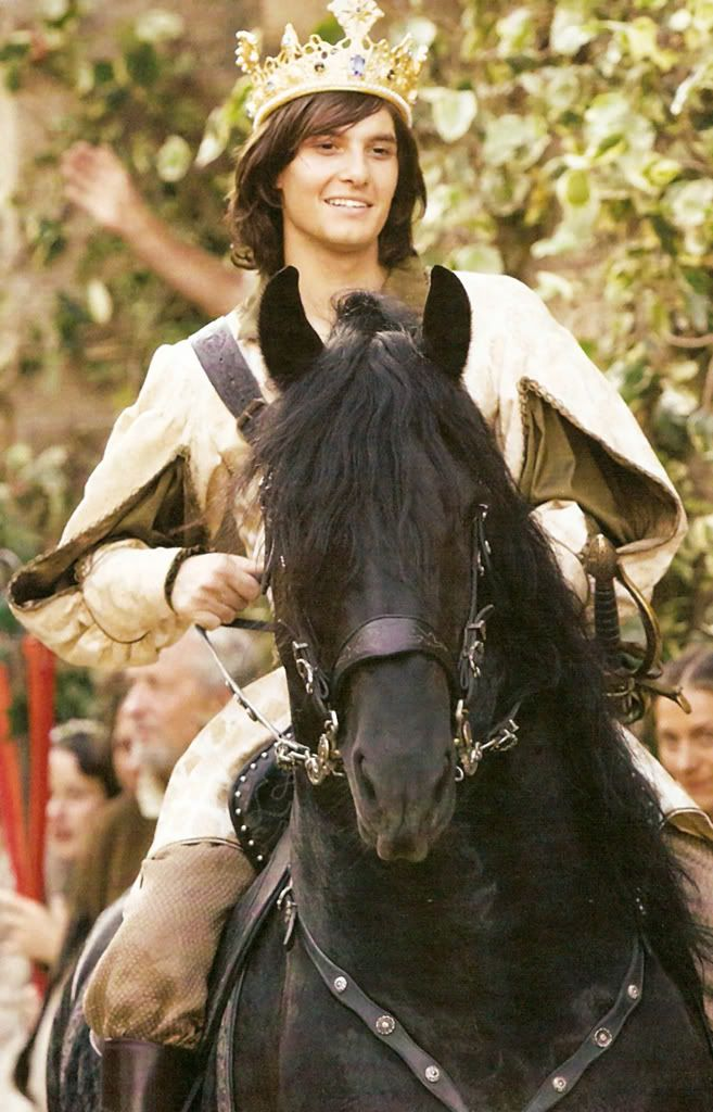 Newly crowned King Caspian - Ben Barnes....and Musn't forget Destrier!!! Oh I love that HORSE!!!