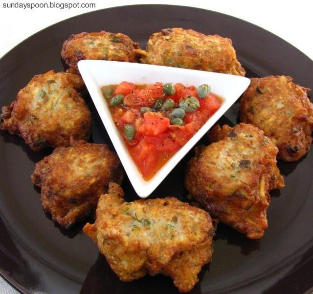 Κροκέτες μπακαλιάρου με ζεστό ντιπ ντομάτας - κάπαρης • sundayspoon