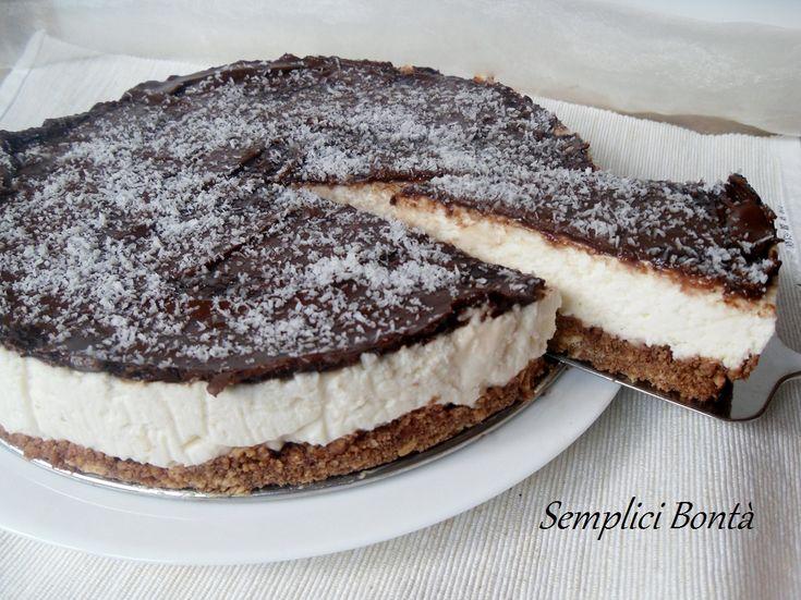 Questa cheesecake al cocco e nutella è una torta tanto golosa , ha in vantaggio di essere preparata senza forno , perfetta quindi nella stagione estiva . Ecco la ricetta :