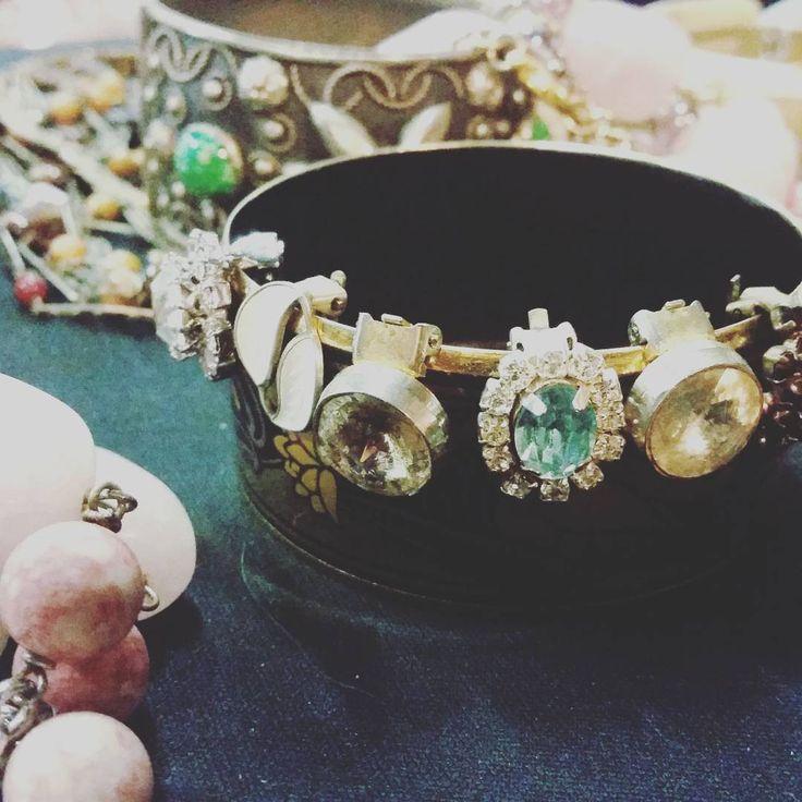 Vintage Market!  #instadaily #instagood #instagramhub #photooftheday #dreadlocks #dreadgirl #igdaily #instamood #bestoftheday #followme #picoftheday #igers #tweegram #igersitalia #beautiful #vintage #etsy #etsysellerofInstagram #etsyfind  #vintageshop #Style #italianJob #fashion #theitaliancabinet #moda #jewellery #italianjewelry