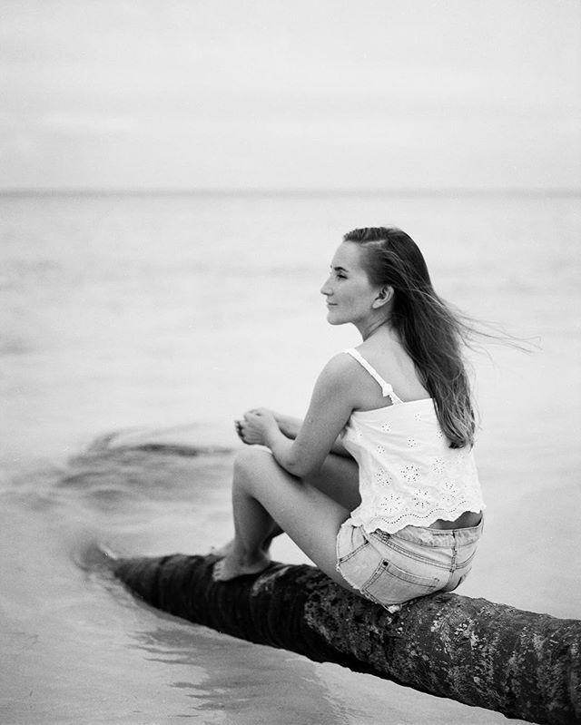 #портрет #analogphotography #analog #film #jdanovafilm #ocean #atlanticocean #palm #blackandwhite #light #shadow