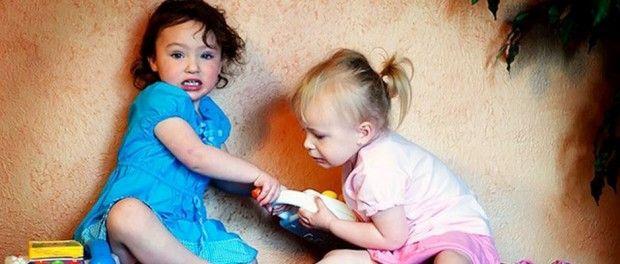 Μια μητέρα εξηγεί γιατί δεν πρέπει να μαθαίνουμε τα παιδιά μας να μοιράζονται τα πράγματα τους..