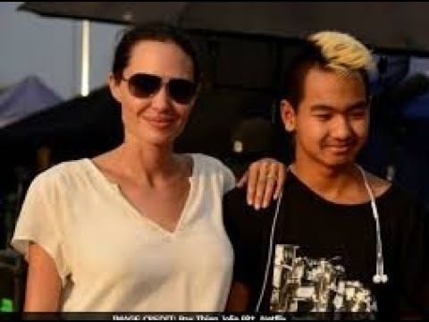 Angelina Jolie on Her Bells Palsy Diagnosis and Life After Brad Life doesnt always go according to plan and it seems few people know that one better than Angelina Jolie. In an interview with Vanity Fair released earlier today the actress and mom of six gets totally frank about the impact her surprising split from Brad Pitt last year has had on their kids behind the scenes. But the actress also pulls no punches when revealing just how the break-up and upheaval of her family life has impacted…
