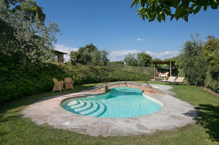 Private and exclusive pool #tuscanpool #tuscanvilla #chiantivilla #relaxinstyle