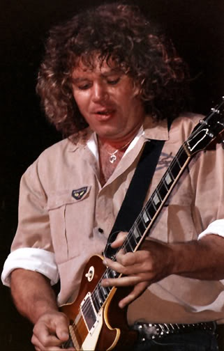 Gary Richrath, REO Speedwagon, one of the most underrated guitarists . Just listen to the Flying Turkey Trot.