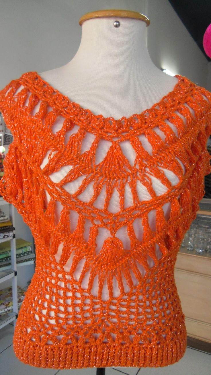 Blusa em crochet de grampo com o fio Ane Brilho da Circulo. Receita do site da Coats Corrente.