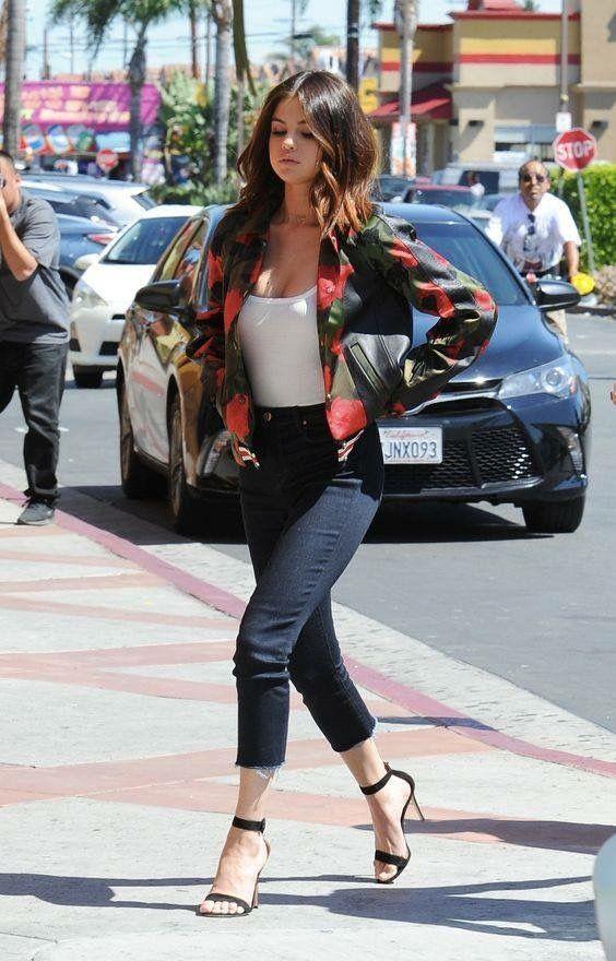 Selena G con Tacones de 15cm.