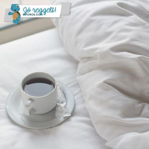REGGELI KÁVÉ | Ti hogyan szeretitek a reggeli kávét? Ágyban fogyasztva, a reggelizőasztalnál vagy a munkahelyre beérve az íróasztalotoknál? #jóreggelt