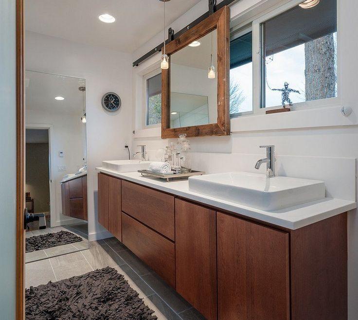 miroir en cadre coulissant en bois - un accrocheur pratique dans la salle de bains