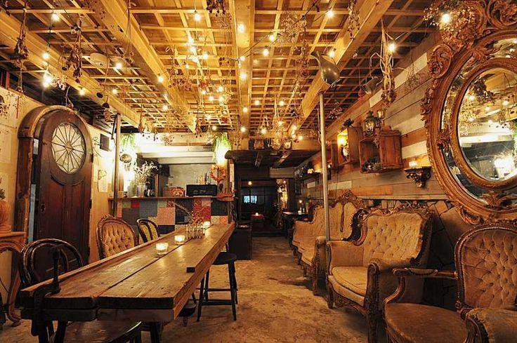 這間旅店是由有著 100 年以上歷史的古民家當舖所改建而成的旅館,從京都車站徒步只要 15 分鐘就可以到的。價錢:分別男女寢室,一晚 3000 日圓。設備:廁所、浴室、簡易廚房、冰箱、起居室、網路。  地址:京都市下京区河原町通五条上がる安土町616番