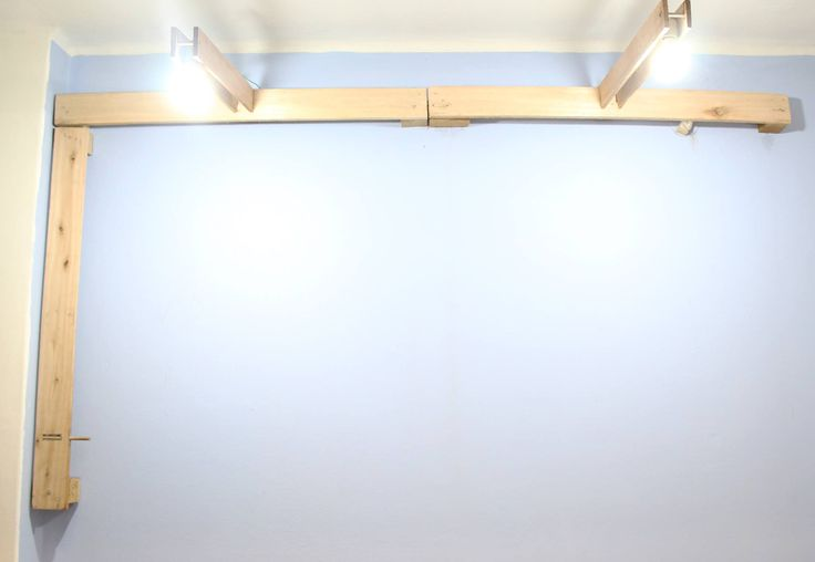 iluminacion desde pared con maderas de pallets recicladas