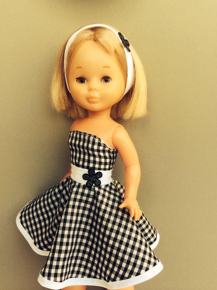 La chica yeye.!!! Vestido pata de gallo. http://vestidosparanancydechusgarcia.blogspot.com.es. Vestido cuadritos blancos y negros.