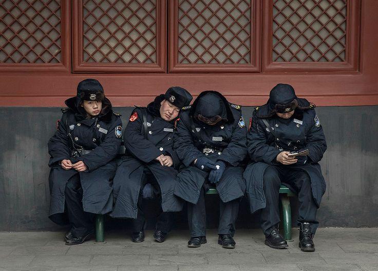 Αφοσιωμένο στο καθήκον της ασφαλείας των εκδηλώσεων για τις πρώτες ημέρες του κινεζικού νέου έτους, το αστυνομικό προσωπικό του Πεκίνο βρίσκεται σε συναγερμό.