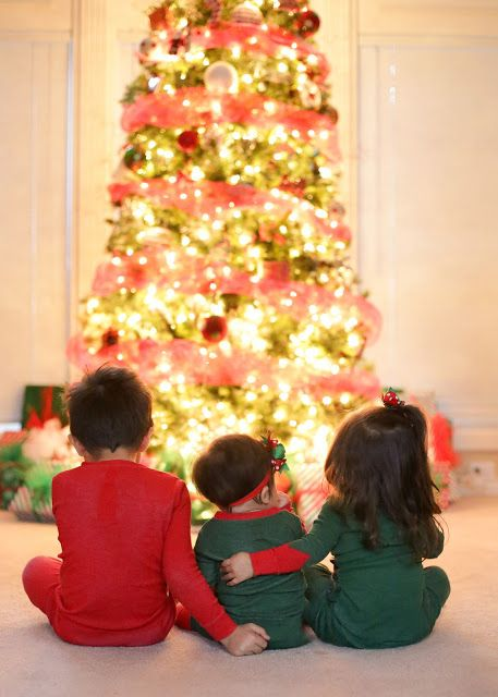 What's cuter than one baby in front of a tree??? THREE babies in front of a tree!!!  Photo Session Ideas | Props | Prop | Child Photography | Christmas | Christmas Tree | Poses | Sibling Photograph| Holiday Card | Christmas Card