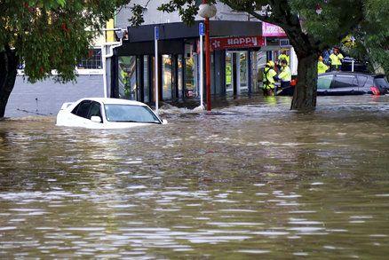 Povodně, výpadky proudu a uvěznění lidé. Na Novém Zélandu řádila bouře
