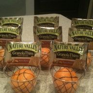 Healthy team snack! Clear plastic cups nets, granola bar backboards, and clementine basketballs. #Cute #basketballsnack