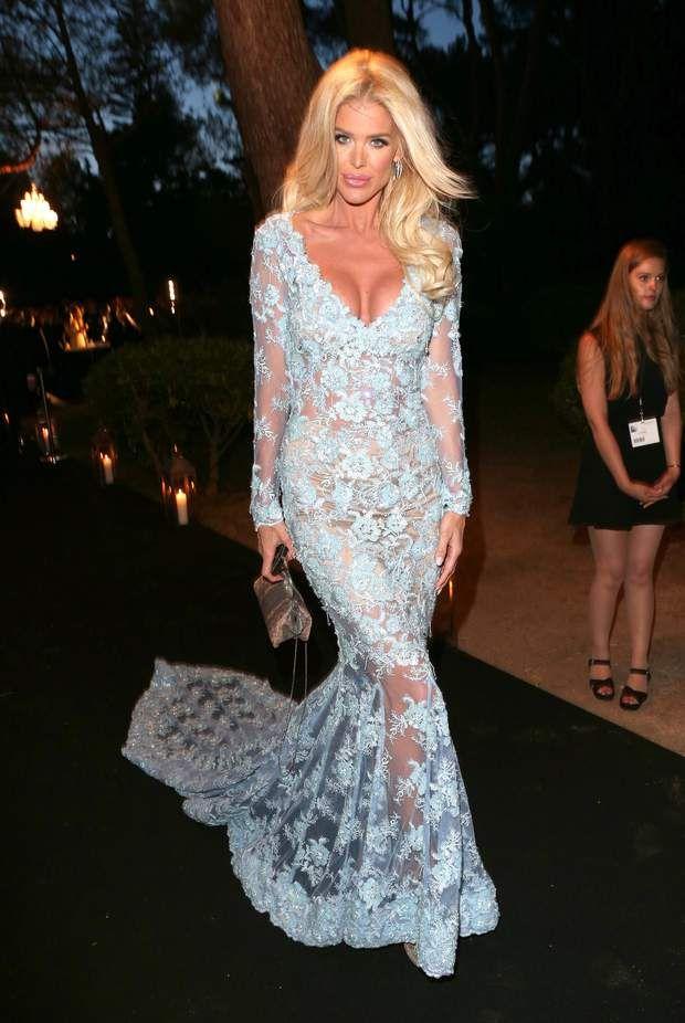 Victoria Silvstedt a pour sa part opté pour une robe en dentelle lui faisant un joli décolleté