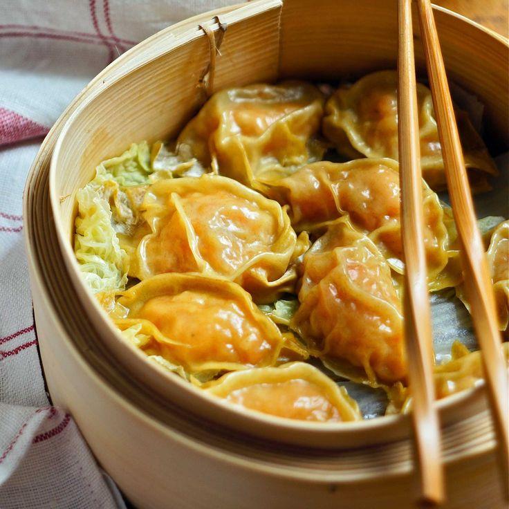 Ricetta ravioli cinesi ai gamberetti cotti al vapore. Una sotto categoria di dim sum sono gli har gau, ossia i famosi ravioli cinesi cotti al vapore.