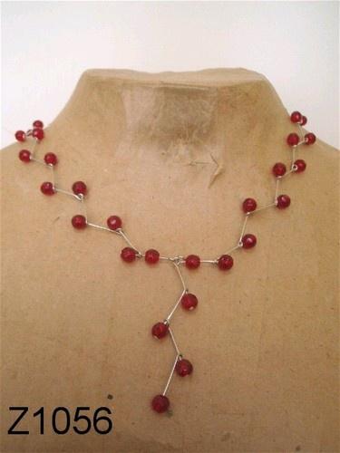 Zigzag ketting, gekettelde ketting van nietstiften. ----- necklace - DIY - glassbeads -----