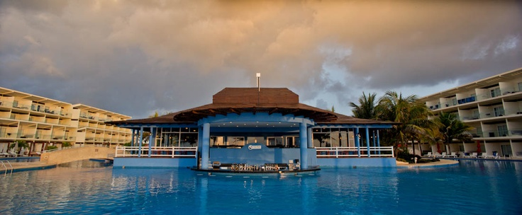 Zavaz Swim up bar. Serving mouthwatering coladas and international and domestic premium brands, this bar has spectacular views of the Caribbean Sea.