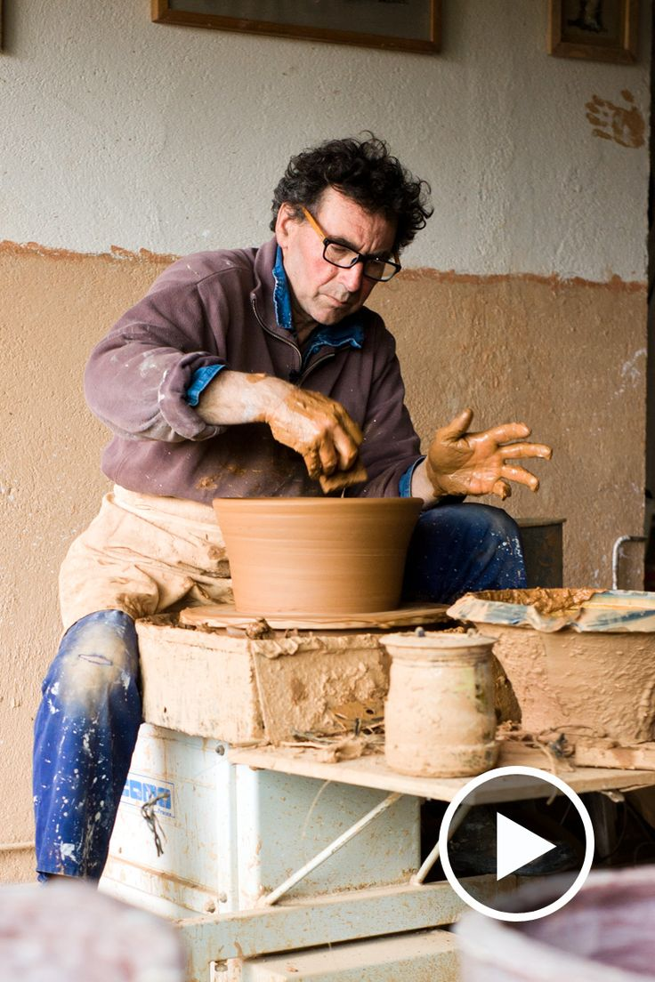 In this short film slipware potter Jean-Nicolas Gérard shows us how he throws his salad bowls at his studio in Valensole. Watch to learn more.