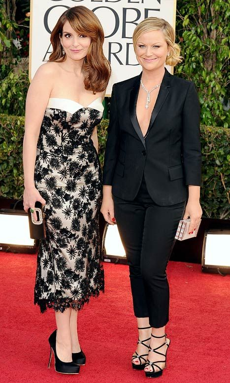 "Tina Fey, Amy Poehler show off matching ""husband and wife"" outfits at the 2013 Golden Globe Awards"