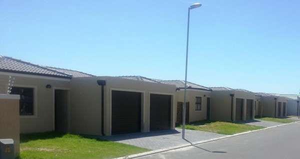 Reduce Cost of Housing Construction #moladi #affordablehousing #plasticformwork