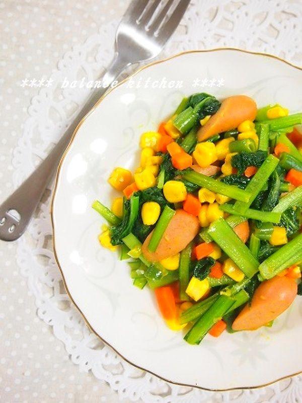 朝ご飯やお弁当に重宝する、スピードおかず。 小松菜さえあれば常備食材で出来、彩りが良く冷めても美味しい! カレー味が新鮮で、子供も野菜をパクパク! 手軽ながら、一品で栄養バランス満点です。