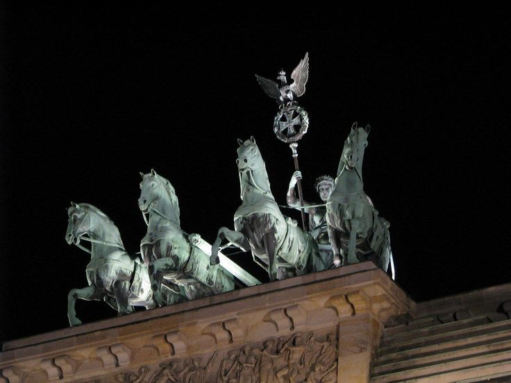 "17.10.2014 - From @DonNadeau ""4 horses on the Brandenburg Gate by Night – Berlin, Germany – Photo #FriFotos #four"""